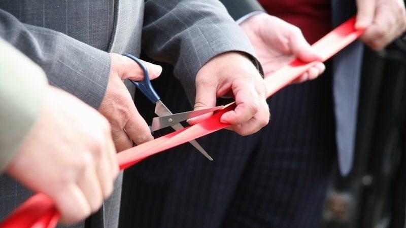 inauguration entreprise - coupe du ruban