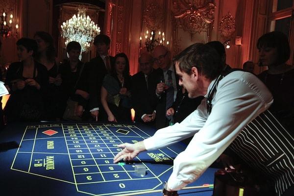 Animation casino entreprise - table de roulette francaise avec animateur