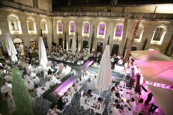 Incentive Avignon Événementiel - Vue Du Cloitre De Nuit