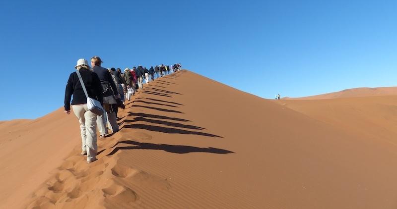 agence incentive Paris - randonnée dans le désert